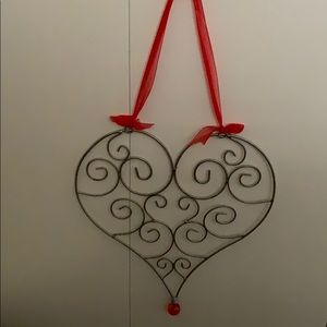 Hanging metal heart photo or recipe holder